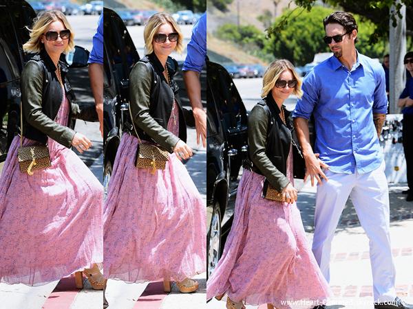-    26/05/2014 : Kaley et son mari Ryan Sweeting célébrant le Memorial Day sur la plage de Malibu.  -
