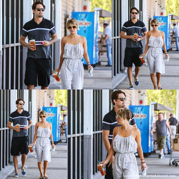 -    01/06/2014 : Kaley se promenant avec son mari Ryan Sweeting dans les rues de Los Angeles.  -