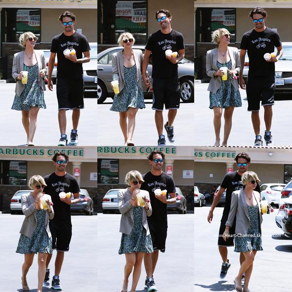 -    25/06/2014 : Kaley se promenant avec son mari Ryan Sweeting à Venice Beach.  -