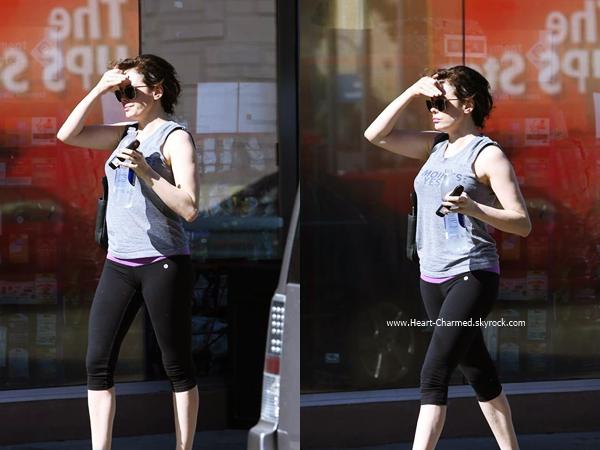 -    01/07/2014 : Rose rencontrant quelques problèmes avec sa voiture après son cours de sport à Hollywood.  -