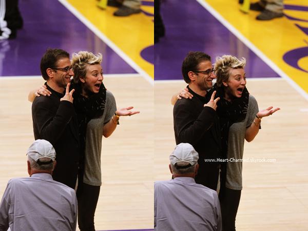 -    14/11/2014 : Kaley et son mari Ryan Sweeting assistant au match Lakers VS Spurs qui se déroulait au Staples Center de Los Angeles.  -