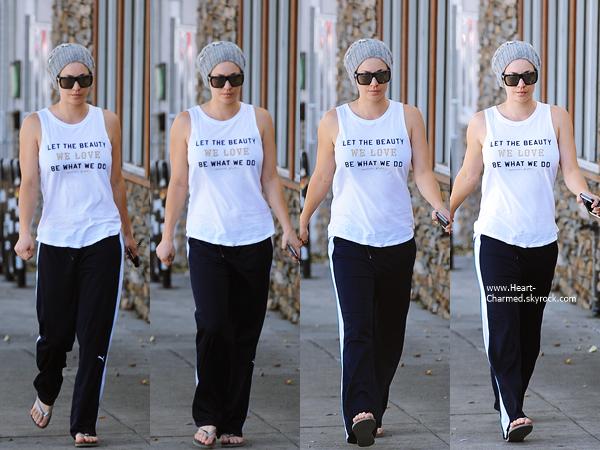 -    19/11/2014 : Kaley quittant son cours de yoga à Sherman Oaks.  -