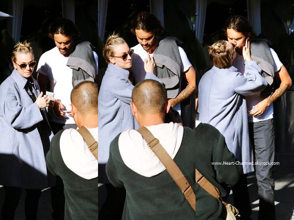 -    21/11/2014 : Kaley et son mari Ryan Sweeting quittant le restaurant Villa Blanca à Beverly Hills.  -