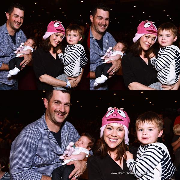 -    22/11/2014 : Alyssa et sa petit famille assistant au Yo Gabba Gabba! Live! Music Is Awesome! à Los Angeles.  -