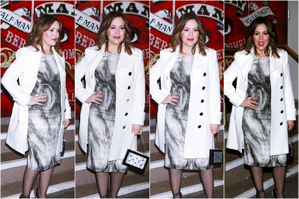 -    07/12/2014 : Alyssa assistant à la première de The Elephant Man à New-York.  -