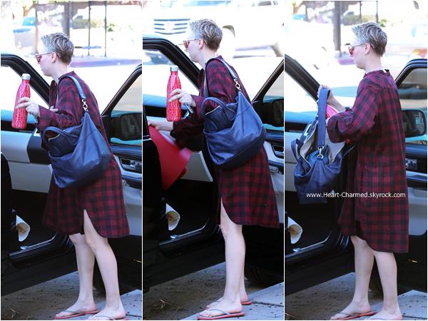-    14/12/2014 : Kaley quittant son cours de yoga à Los Angeles.  -