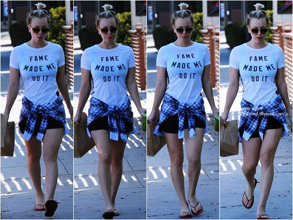 -    21/01/2015 : Kaley se promenant dans les rues de Studio City.  -