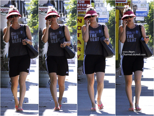 -    17/06/2015 : Kaley se promenant dans les rues de Sherman Oaks.  -