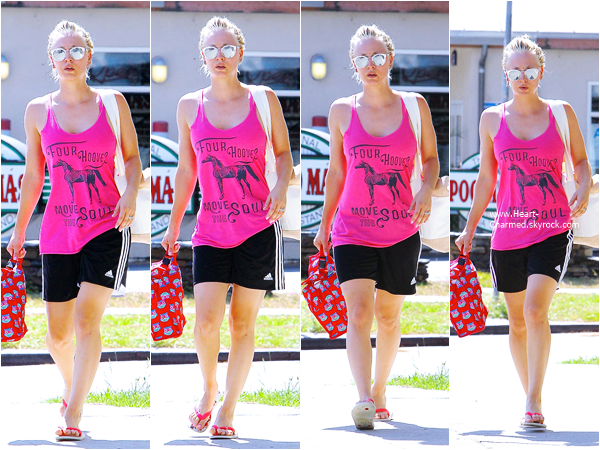 -    30/06/2015 : Kaley quittant son cours de yoga à Los Angeles.  -