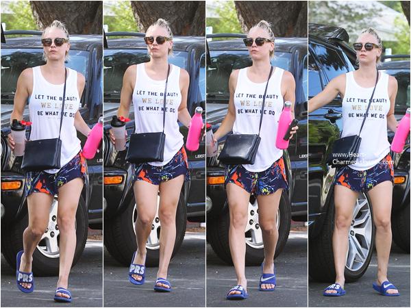 -    02/07/2015 : Kaley rejoignant sa voiture à Los Angeles.  -