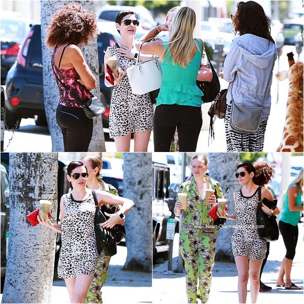 -    12/07/2015 : Rose et sa soeur se promenant dans les rues de Los Angeles.  -