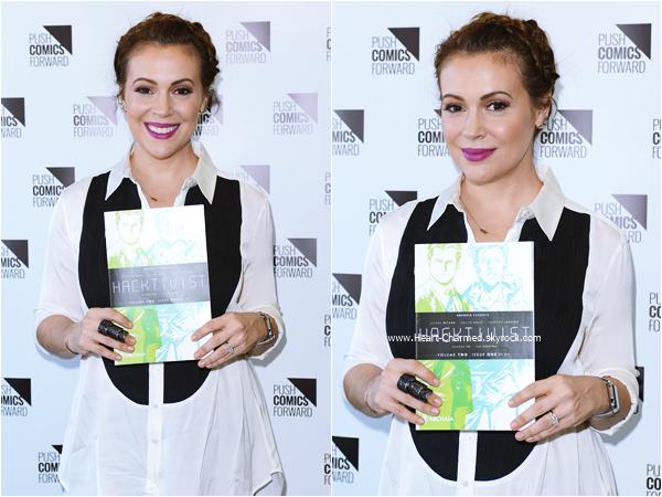 -    29/07/2015 : Alyssa faisant une séance de dédicaces pour son livre Hacktivist Vol. 2 à Manhattan Beach.  -