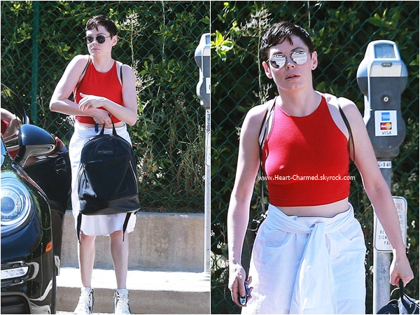 -    14/08/2015 : Rose dans les rues de Beverly Hills.  -