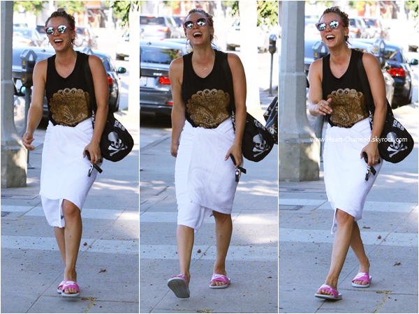 -    17/08/2015 : Kaley quittant son cours de yoga à Studio City.  -