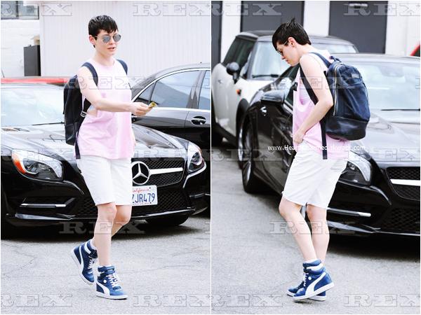-    25/08/2015 : Rose se promenant dans les rues de West Hollywood.  -