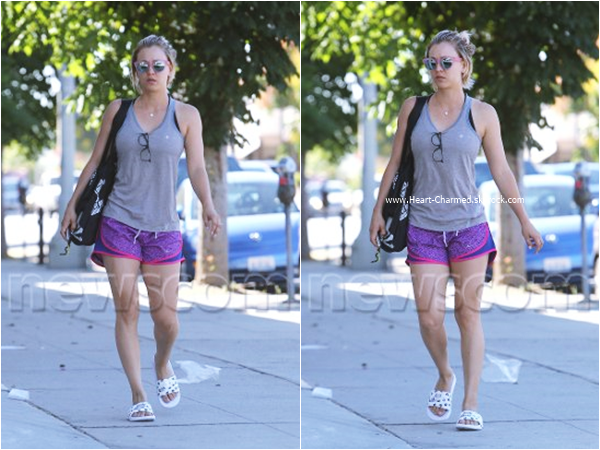 -    ??/08/2015 : Kaley se rendant à son cours de yoga à Studio City.  -