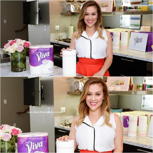 -    01/09/2015 : Alyssa faisant un photoshoot pour son partenariat avec la marque VIVA Towels à West Hollywood.  -