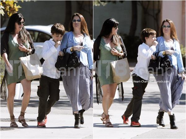 -    14/09/2015 : Shannen et Holly se promenant avec Kurt et Finley à Malibu.  -