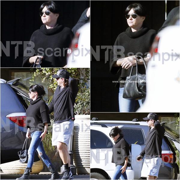 -    28/11/2015 : Shannen et son mari Kurt quittant un restaurant à Malibu.  -