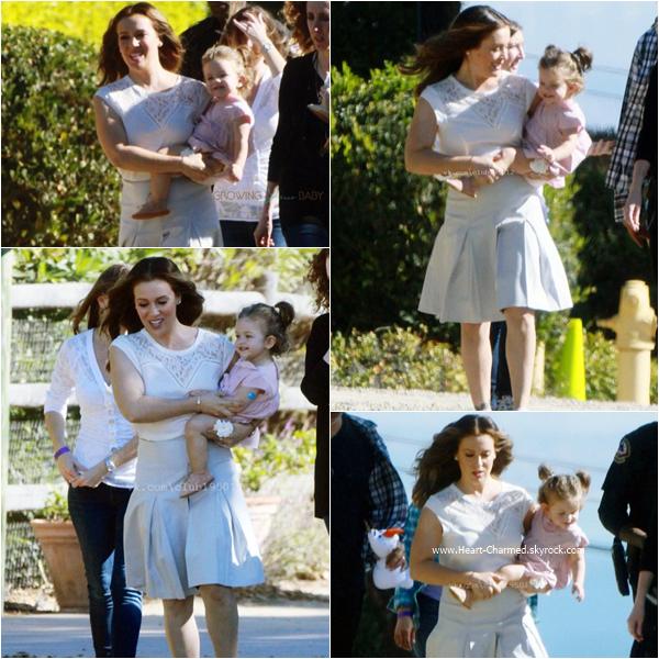 -    18/11/2015 : Alyssa et sa fille Elizabella sur le tournage d'une publicité pour Atkins à Los Angeles.  -