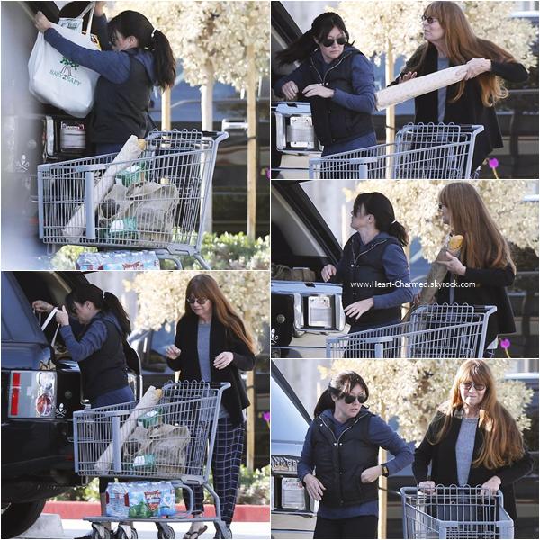 -    04/01/2016 : Shannen et sa maman quittant un supermarché à Malibu.  -