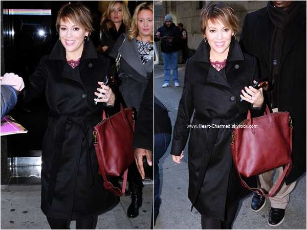-    06/01/2016 : Alyssa quittant le The Wendy Williams Show à Manhattan.  -