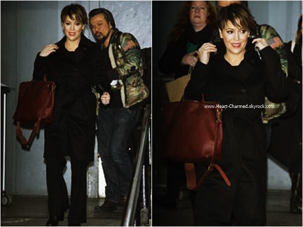 -    06/01/2016 : Alyssa quittant le The Wendy Williams Show à Manhattan.  -