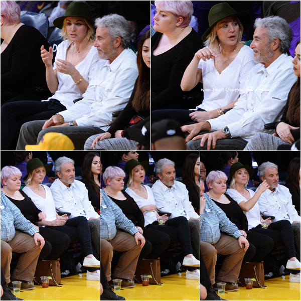 -    17/01/2016 : Kaley et son papa Gary assistant au match de basket LA Lakers vs. Housten Rockets à Los Angeles.  -