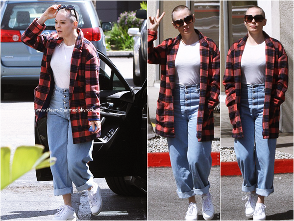 -    30/03/2016 : Rose se promenant à Los Angeles.  -