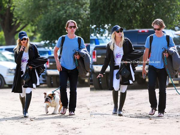 -    30/04/2016 : Kaley et son petit-ami Karl se rendant à une compétition d'équitation à Los Angeles.  -