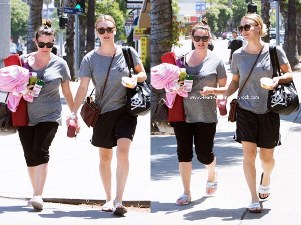-    03/05/2016 : Kaley quittant son cours de yoga à Sherman Oaks.  -