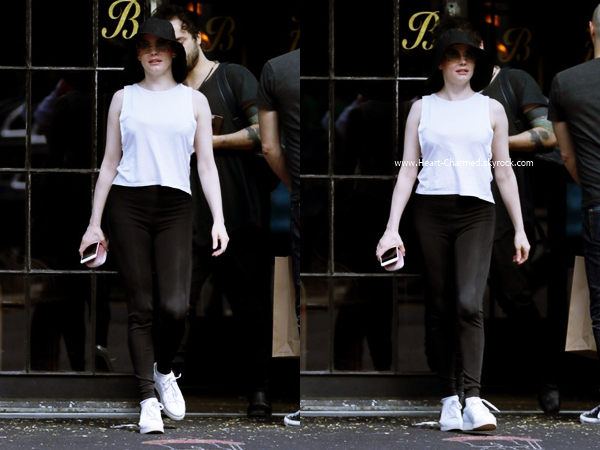 -    12/06/2016 : Rose quittant un hôtel à New-York.  -