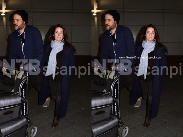 -    15/06/2016 : Holly et son petit-ami arrivant à l'aéroport Sydney International à Sydney.  -