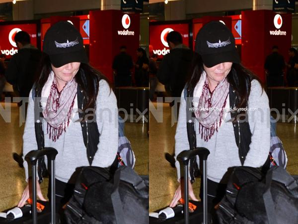-    15/06/2016 : Shannen arrivant à l'aéroport Sydney International à Sydney.  -