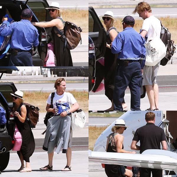 -    20/06/2016 : Kaley et son petit-ami Karl arrivant à l'aéroport de Van Nuys.  -