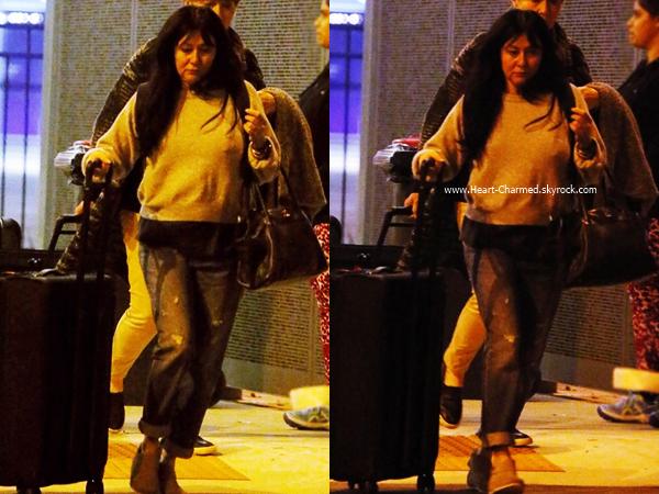 -    23/06/2016 : Shannen arrivant à l'aéroport de Perth.  -