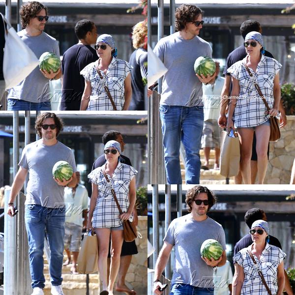 -    03/08/2016 : Shannen et son mari Kurt faisant du shopping à Malibu.  -