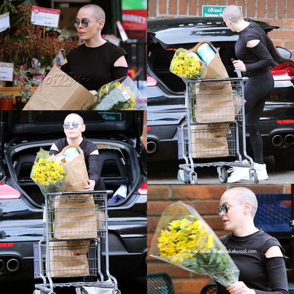 -    12/09/2016 : Rose quittant le Bristol Farms à Los Angeles.  -