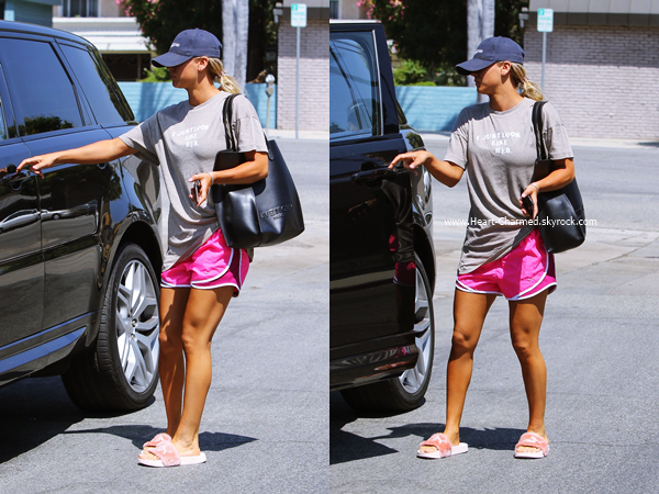-    28/08/2016 : Kaley rejoignant sa voiture à Studio City.  -