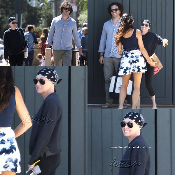-    11/09/2016 : Shannen et son mari Kurt faisant du shopping à Malibu.  -