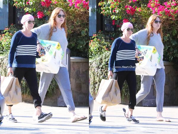 -    12/10/2016 : Shannen et sa maman Rosa faisant des courses à Malibu.  -