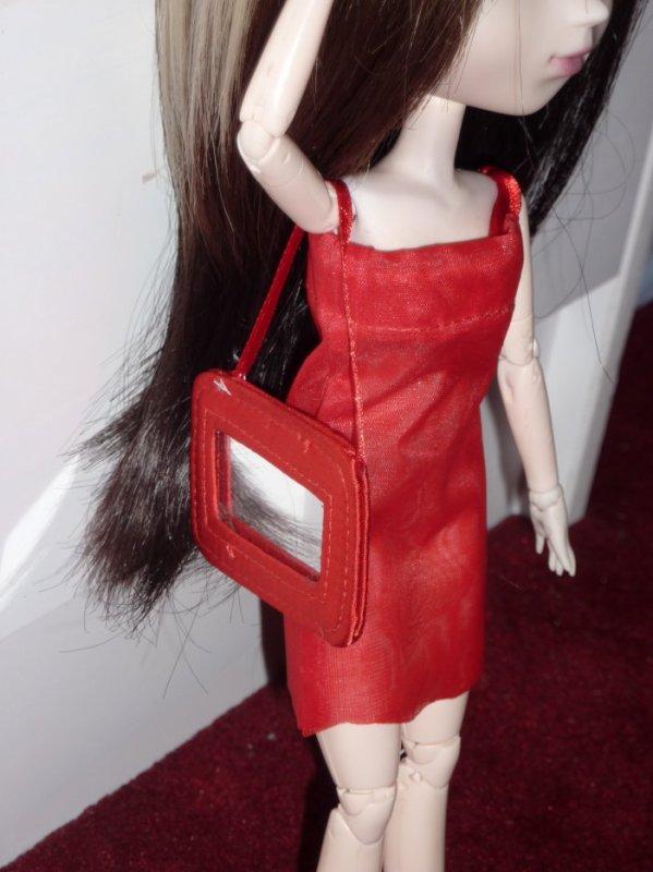 robe de soirée rouge avec son miroir
