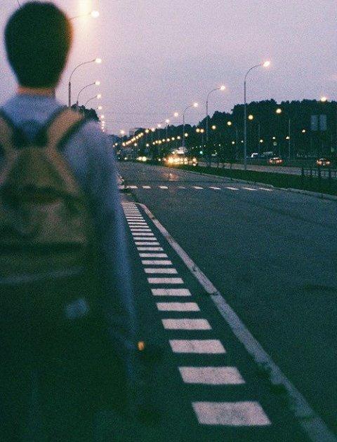 Quand on rencontre quelqu'un, c'est signe qu'on devait croiser son chemin, c'est signe que l'on va recevoir de lui quelque chose qui nous manquait. Il ne faut pas ignorer ces rencontres. Dans chacune d'elles est contenue la promesse d'une découverte.