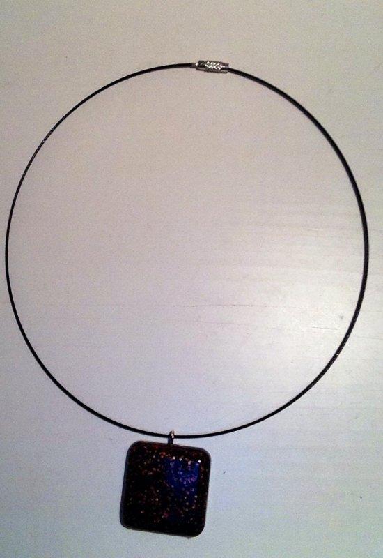 Collier carré marron et noir en fimo liquide (Flavie)