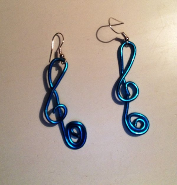 Boucles d'oreilles en fil d'aluminium (Clémence)