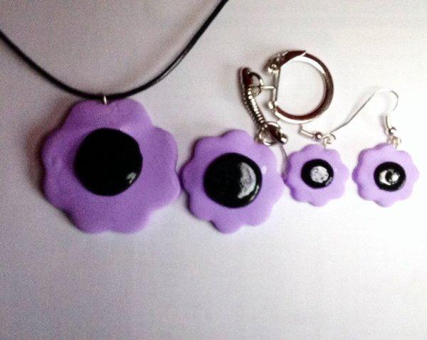 Création: collier,porte-clés et boucles d'oreille fleur (Flavie)