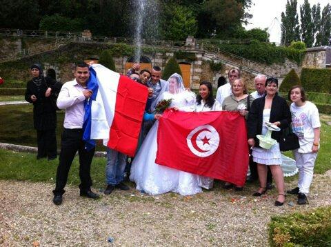 photo de groupe avec les drapeaux