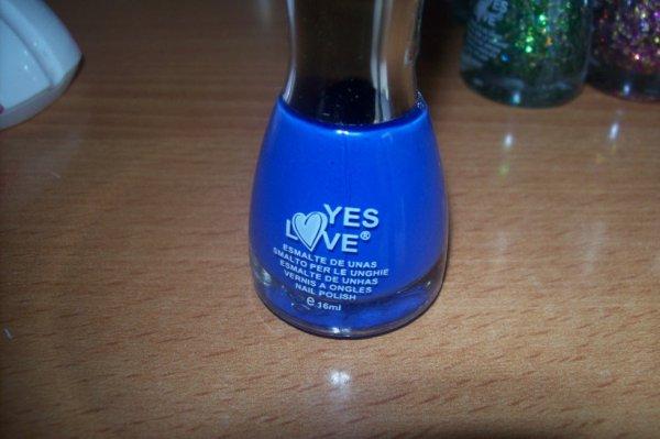 vernis bleu fluo