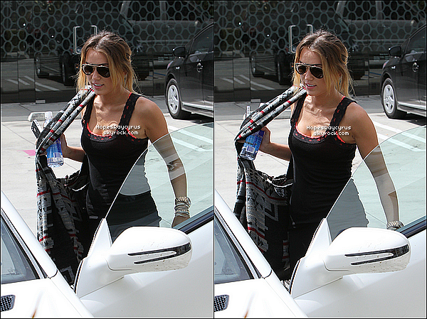 12/04/12  : Miley a été aperçu quittant son cours de pilates à West Hollywood, en Californie. Top ou Flop ?