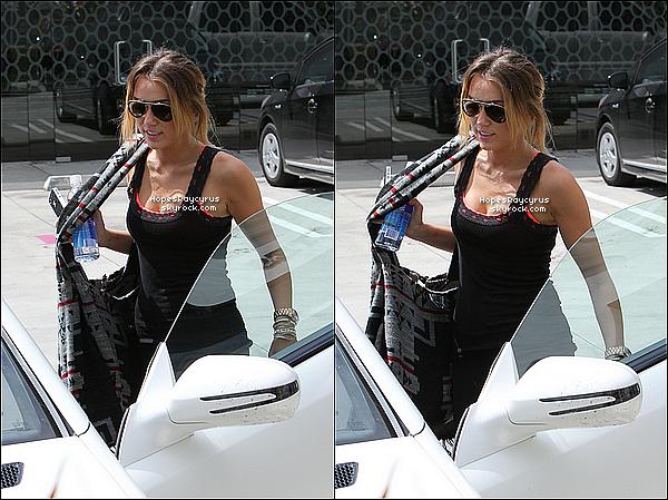 12/04/12  : Miley a été aperçu quittant son cours de pilates à West Hollywood, en Californie. Top ou Flop ?